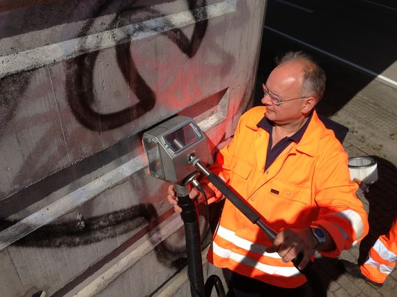 removing graffiti professional on facades