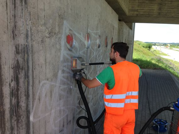 removing graffiti professional on concrete