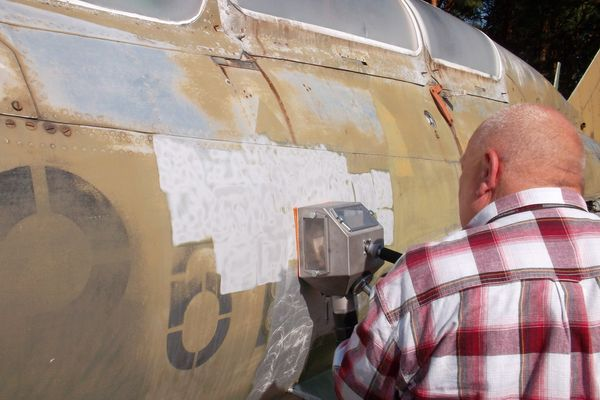 aircraft paint stripping with vacuum blasting of systeco