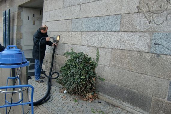 removing graffiti from natural stone